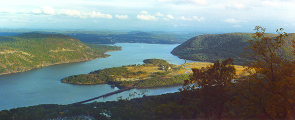 Photo of the Hudson River from Bear Mountain