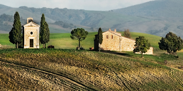 Robert Copeland photo of small hilltop chapel in Tuscany, Italy