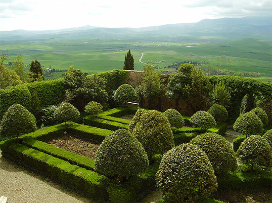 Photo of Piccolomini garden in Pienza, Italy. photo by Entoaggie09