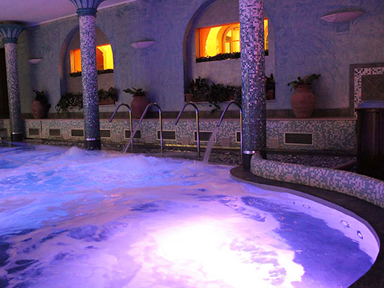 photo of pool spa at Residence Casanova, Tuscany. J. Hulsey watercolor painting workshops.
